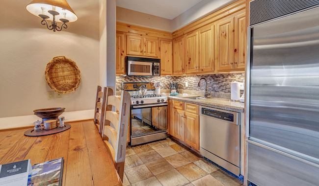 One Bedroom Suite With Full Kitchen in Mountain Lodge Telluride